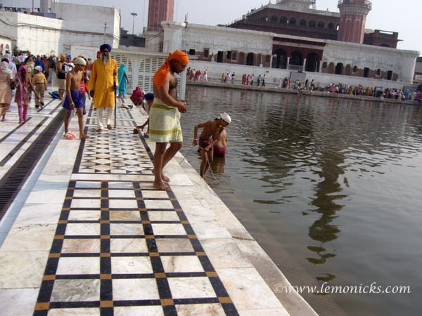 moments of calmness golden temple @lemonicks.com