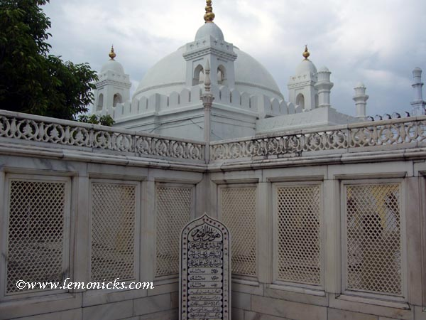 Aurangzeb tomb @lemonicks.com