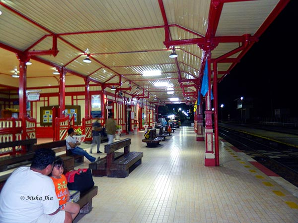 Hua Hin railway station @lemonicks.com