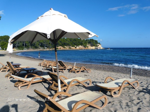 beach in Ibiza @lemonicks.com