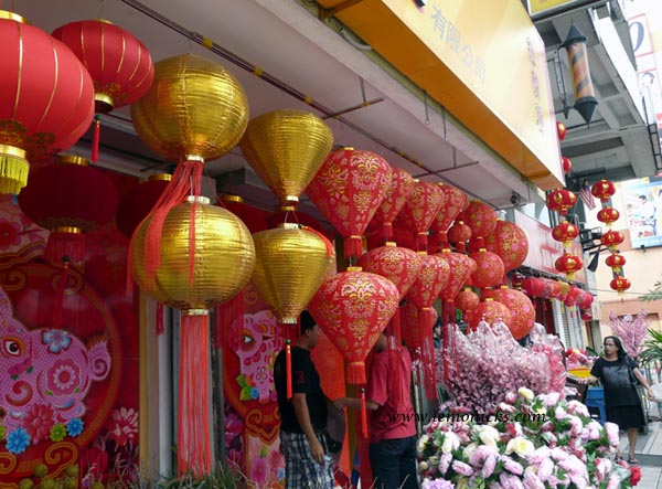 street selling new year lamps in China @lemonicks.com