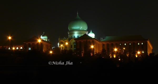 putra jaya at night @lemonicks.com