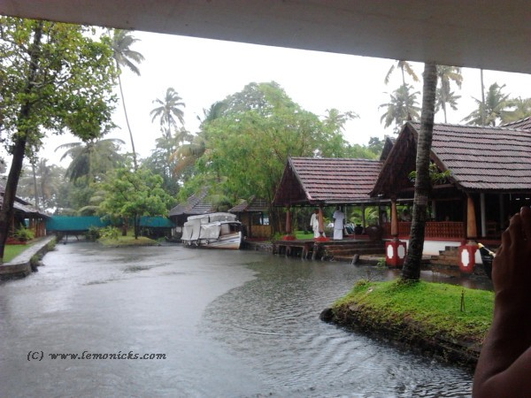 houseboat ride in kerala @lemonicks.com