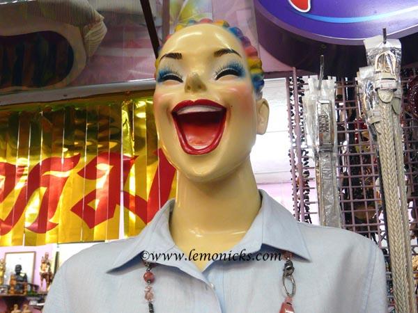Laughing mannequin @lemonicks.com/