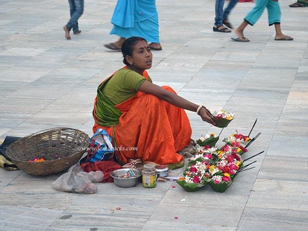 flower seller rishikesh @lemonicks.com