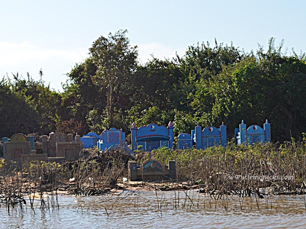 graves on Tonle sap @lemonicks.com