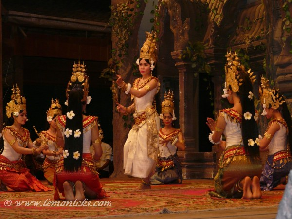 7 must see experiences Cambodia Apsara dance @lemonicks.com