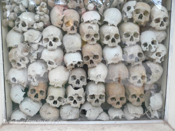skulls in wat thmei siem reap @lemonicks.com