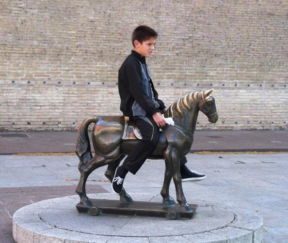 horse sculpture zaragosa @lemonicks.com