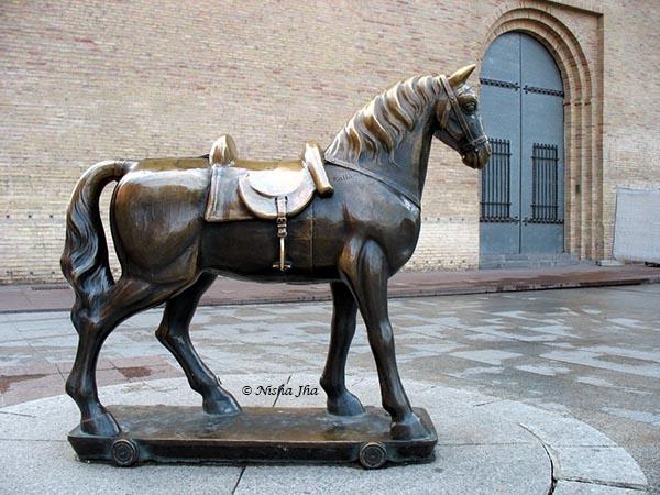 horse sculpture @lemonicks.com