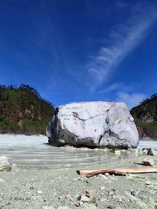 04 Kawah Putih white crater indonesia