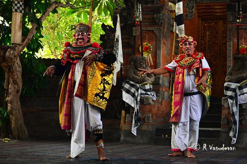 Barong dance drama bali ubud indonesia lemonicks.com