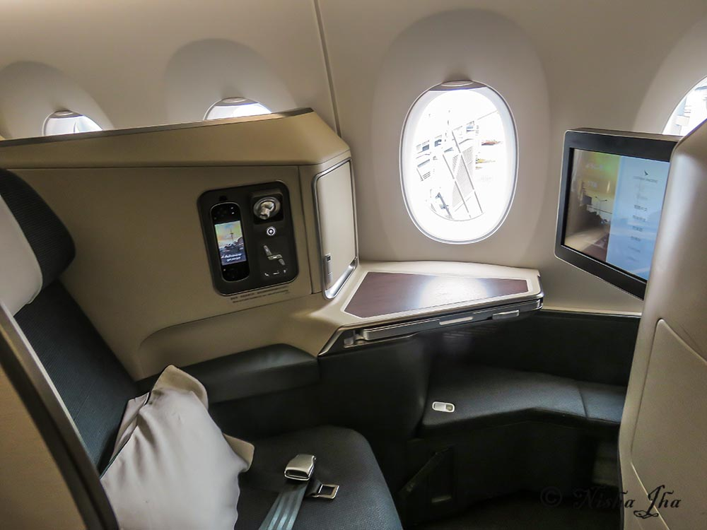 Cathay Pacific Business class A350 m Seating and storage