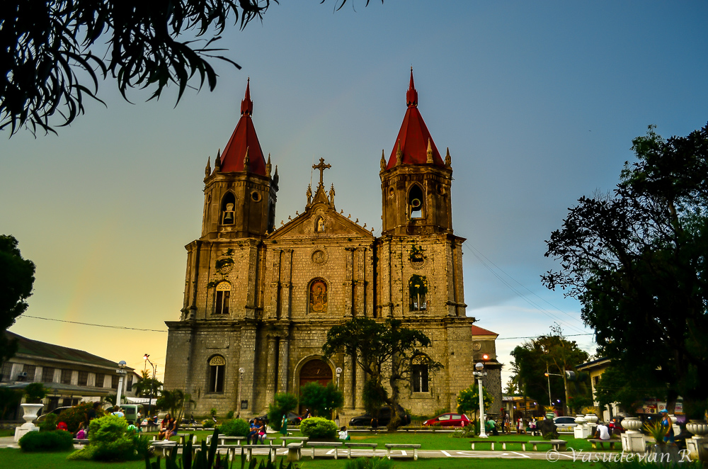 What to do Iloilo city, Western Visayas, Molo Church, Places to visit in iloilo,