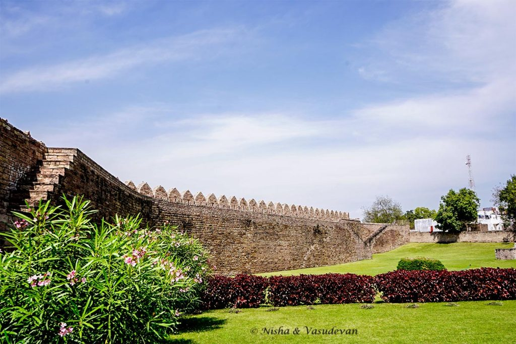 things to do fortress walls at Badal Mahal chanderi