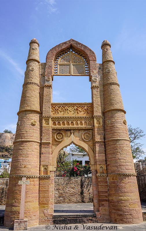 tourist places to visit at Chanderi Badal mahal gate