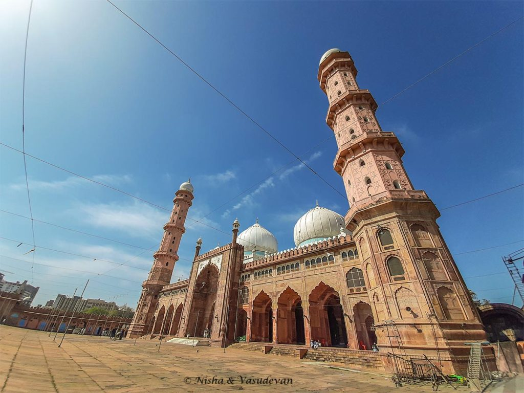 Tall minarets tajul masajid the largest mosque in india