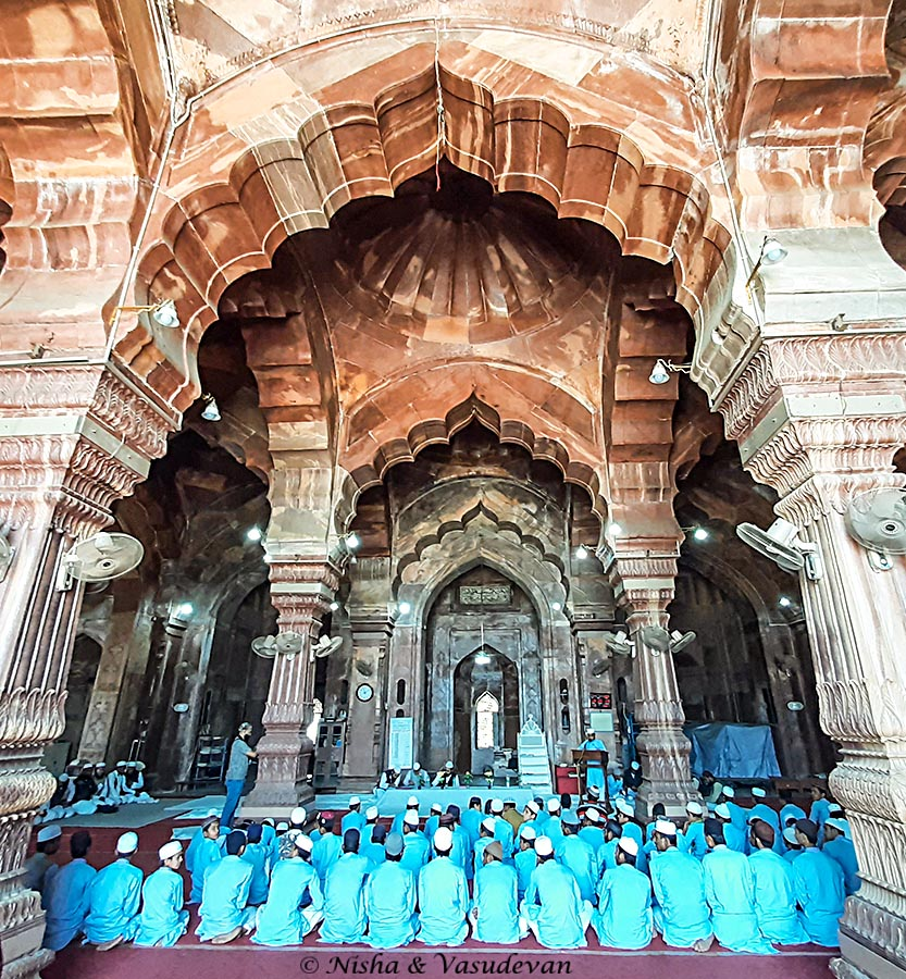 Prayer hall of the biggest mosque in india