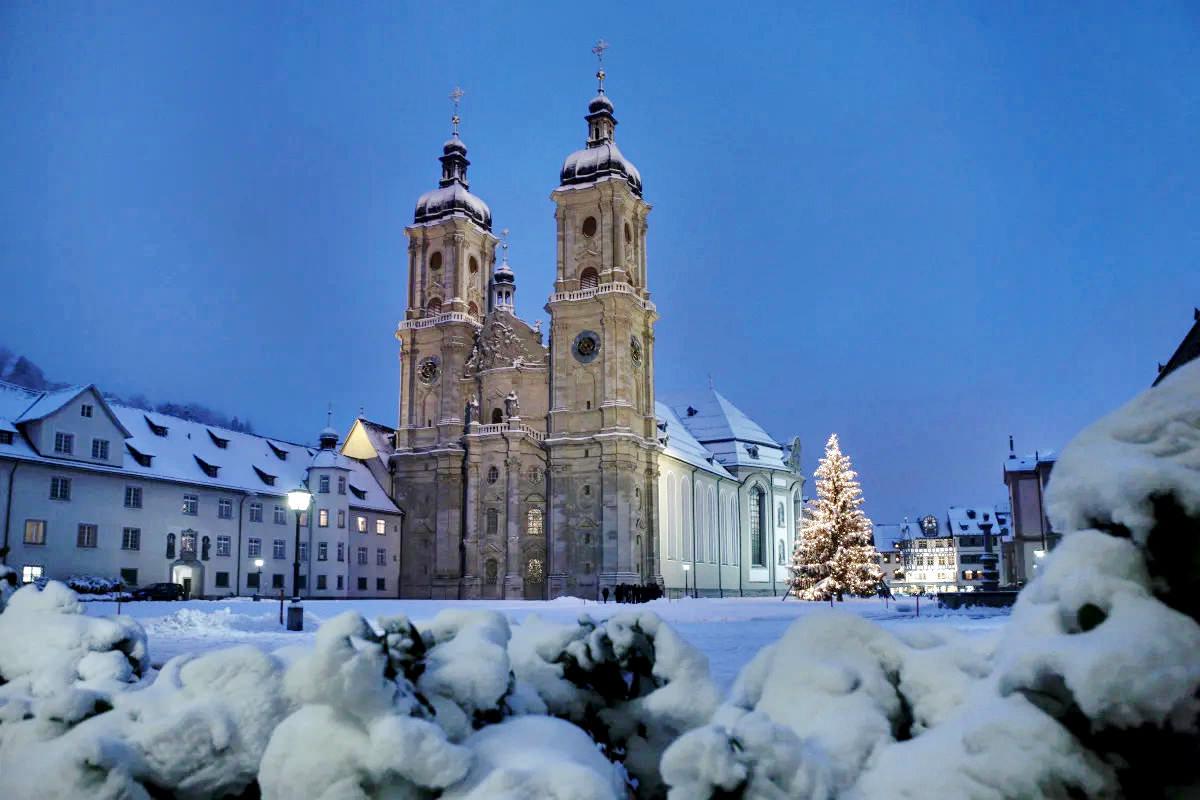 St. Gallen, Schweiz, 11. Dezember 2008 - Weihnachtsmarkt in der Innenstadt St. Gallen.